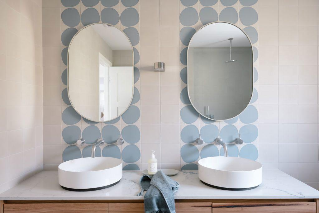 bathroom tiles for neutral bathroom